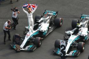 Lewis Hamilton fei