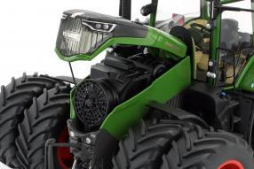 tractor  Fendt 1050 Traktor 1:32