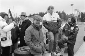 29.05.1983 1000km Nürburgring; in der Mitte stehend mit der Rothmans Jacke Stefan Bellof, rechts Helmut Schmid