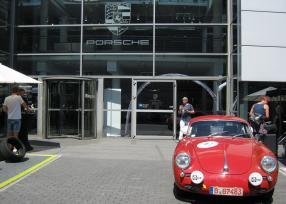 Porsche Zentrum Berlin mit 356