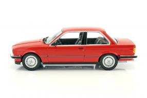 Modellautos modellini BMW 323i 1982 1:18
