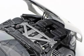 modelcars Aston Martin DB11 2017 1:18