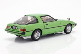 diecast miniatures Mazda RX-7 1:18