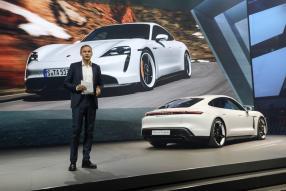 Oliver Blume präsentiert den neuen Taycan auf der IAA 2019 / copyright Foto: Porsche AG