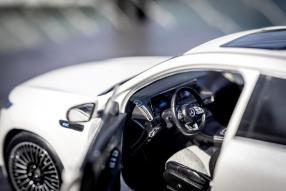 diecast miniatures Mercedes-Benz EQC 400 1:18 / Copyright Fotos: Daimler AG