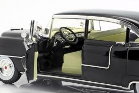 diecast miniatures Cadillac Fleetwood Series 60 1955 1:18