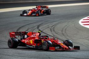 Ferrari SF90 2019 Vettel und Leclerc in Bahrain 2019 mit Mission Winnow Logo, copyright: Ferrari S.p.A.