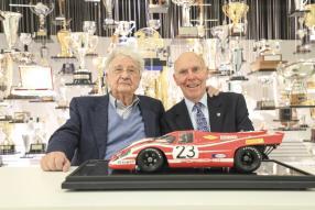 Hans Herrmann, Richard Attwood heute, copyright Foto: Porsche AG