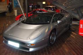 Jaguar XJ220 at the Beaulieu Motor Museum, 10/2006, copyright Foto: Hugh Llewelyn