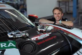 Timo Bernhard und die Modellautos, copyright Foto: CK
