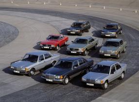 Mercedes-Benz 200 1982, links außen, copyright Foto: Daimler AG