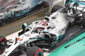 modelcars Lewis Hamilton Mercedes-AMG F1 W10 1:43 Minichamps