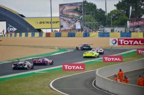 Ford GT Le Mans No. 85 2019 auf dem Weg zur Dunlop Brücke, copyright Foto: David Merret
