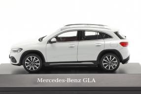 miniatures Mercedes-Benz GLA 2020 1:43 Spark
