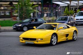 Ferrari F355 Berlinetta 1994, copyright Foto: Von Alexandre Prévot from Nancy, France - Ferrari F355Uploaded by High Contrast, CC BY-SA 2.0, https://commons.wikimedia.org/w/index.php?curid=26176844