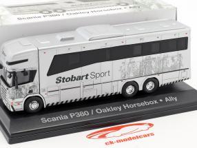 Scania P380 Oakley Horsebox Ally Stobart Sport weiß 1:76 Atlas
