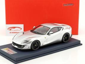 Ferrari 812 Superfast silber metallic mit Vitrine 1:18 LookSmart