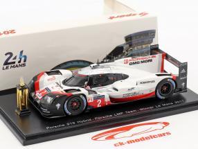 Porsche 919 Hybrid mit Siegerpokal #2 Winner 24h LeMans 2017 Bernhard, Hartley, Bamber 1:43 Spark