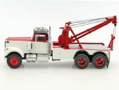 White Road Boss Tow Truck year 1977 white / red 1:43 Neo