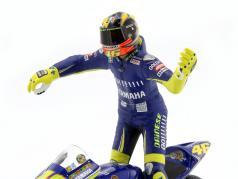Valentino Rossi Yamaha YZR-M1 #46 World Champion MotoGP Donington 2005 with figure 1:12 Minichamps