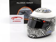 Fernando Alonso McLaren Honda formule 1 2017 casque de test Barcelona 1:2 Bell