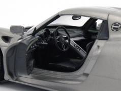 Porsche 918 Spyder year 2015 gray metallic 1:24 Welly