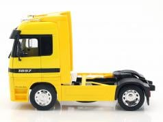 Mercedes-Benz Actros Shell Super Haulier yellow / white 1:32 Welly