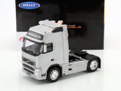 Volvo FH12 Globetrotter XL silver 1:32 Welly