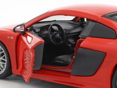 Audi R8 V10 Plus rosso / nero 1:24 Maisto