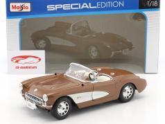Chevrolet Corvette année de construction 1957 brun / blanc 1:18 Maisto