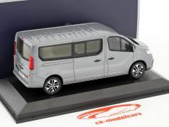 Renault Trafic Combi ano de construção 2015 cinza metálico 1:43 Norev