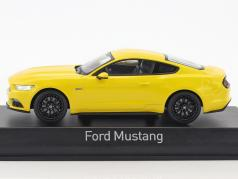 Ford Mustang Fastback ano de construção 2015 amarelo 1:43 Norev