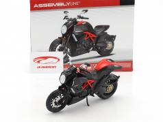 Ducati Diavel Carbon kit an 2011 noir 1:12 Maisto