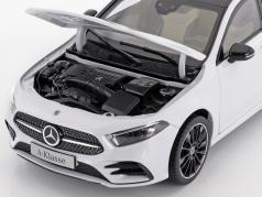 Mercedes-Benz A-Class (W177) anno di costruzione 2018 digitale bianco metallico 1:18 Norev