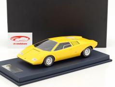 Lamborghini Countach LP 500 Prototype yellow with showcase 1:18 LookSmart