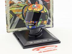 Valentino Rossi champion du monde MotoGP 2009 casque 1:5 Altaya