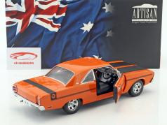 Chrysler Valiant VG année de construction 1970 orange / noir 1:18 Greenlight