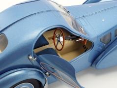 Bugatti Type 57 SC Baujahr 1938 hellblau metallic 1:18 Solido