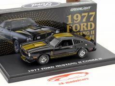Ford Mustang Cobra II anno di costruzione 1977 nero con d'oro strisce 1:43 Greenlight