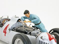 Auto Union mechanic figure checks the engine 1:18 Figutec Figures