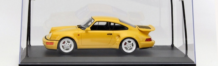 Model car properly staged - Showcases in 1:18