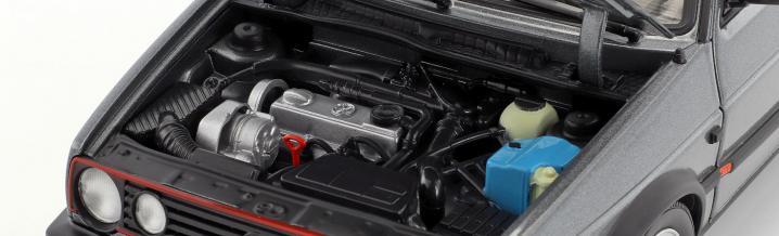 Zwei neue Modellautos: VW Golf GTI von 1990 und 1996