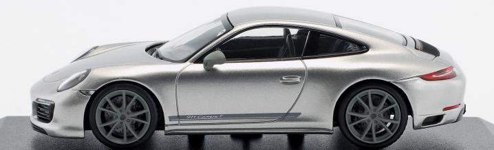 Sometimes less is more: The Porsche 911 Carrera T