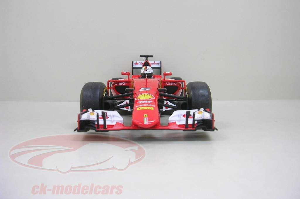 brandaktuell modellauto von sebastian vettels ferrari sf15 t. Black Bedroom Furniture Sets. Home Design Ideas