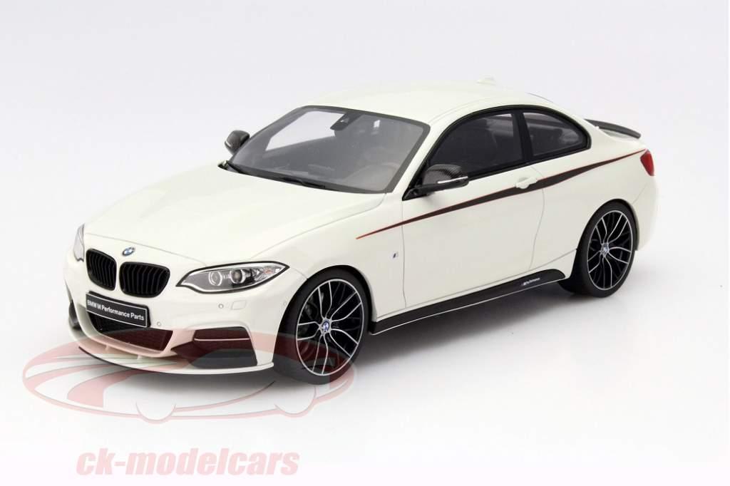 BMW M235i Performance Modellauto Maßstab 1:18