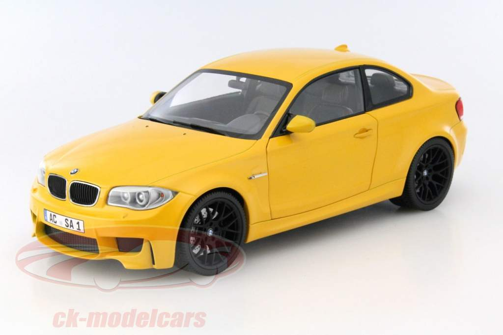 minichamps presents the bmw 1 series m coupe in 1 18. Black Bedroom Furniture Sets. Home Design Ideas