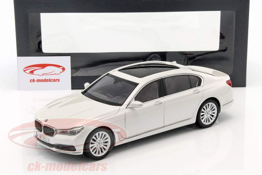 BMW 750 Li G12 Baujahr 2015 Mineral Weiss 118 IScale