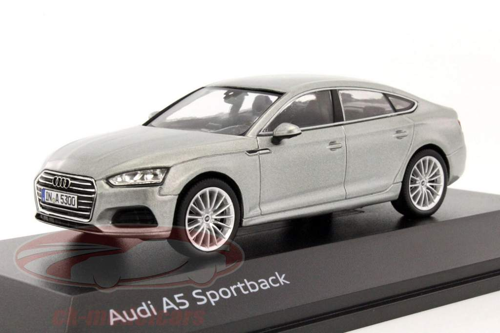 50/5000 audi a5 goes into the second generation also in 1:43