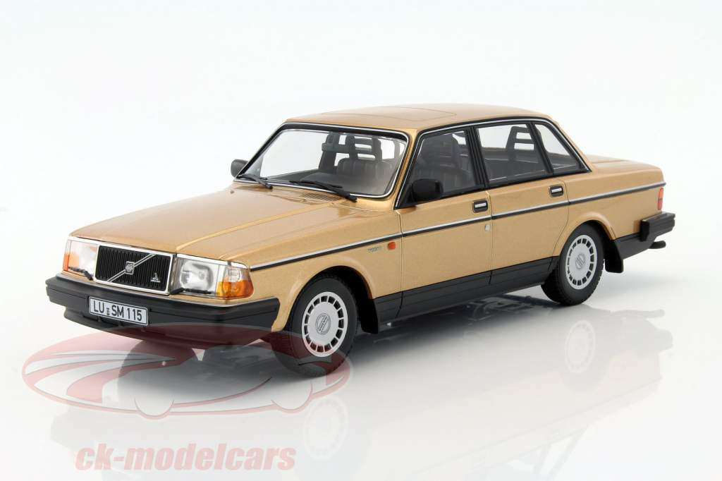 CK-Modelcars - 155171405: Volvo 240 GL year 1986 gold 1:18 Minichamps, EAN 4012138141445
