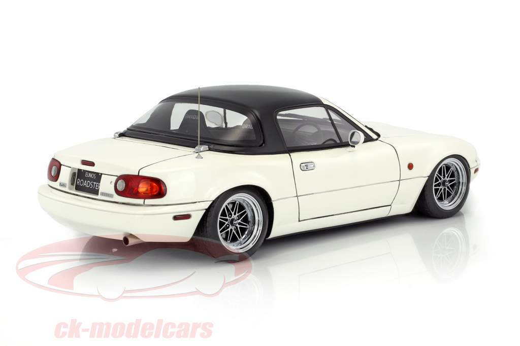 Eunos Roadster (NA) blanc 1:18 Ignition Model